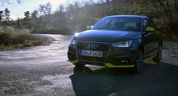 Audi A1 Sportback med nya trecylindriga motoralternativet 1,4 TDI på en slingrig fransk bergsväg.