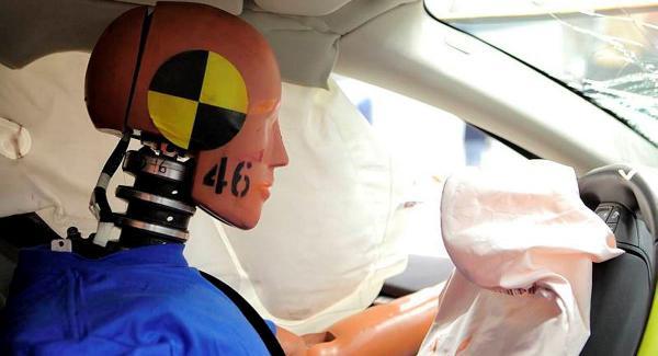 Vad ska man tänka på om man vill ha en bil som minimerar risken för whiplashskador?