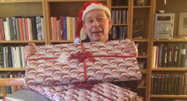 """""""Jultomte"""" Schultz med de nio tjusigt inslagna (hustrun hjälpte mig) paket som forslades de 35 milen upp till Hagfors."""