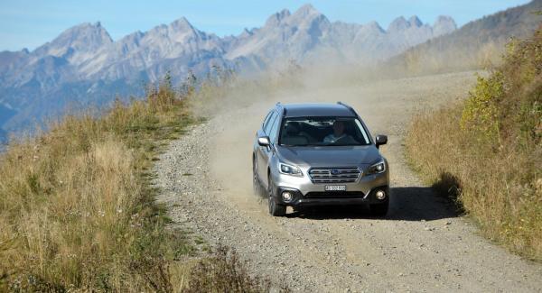 Nya Outback känns slankare och mer förfinad än sin föregångare. Fyrhjulsdrift och boxermotor finns kvar.