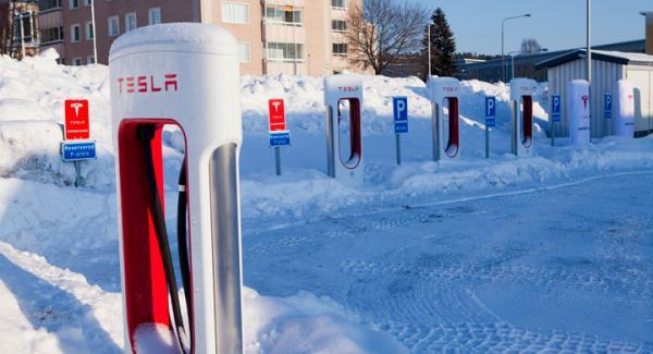 Sex Teslaladdare i Sundsvall.
