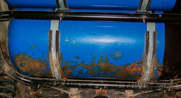 Vi Bilägare har tidigare avslöjat problem med rostande gastankar på Passat.
