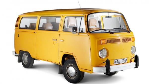 Lagret av T2-bussar lika fina som den apelsinfärgade på bilderna är snart slut.