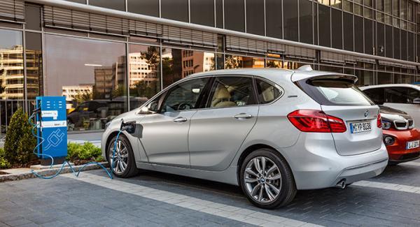 BMW 225xe är en plug-inhybrid.