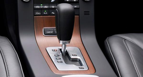 Automatlådan hackar på frågeställarens Volvo V70.