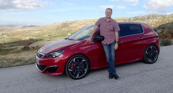 Hästkraftstinna Peugeot 308 GTi är framhjulsdriven med en speciell differential som gör att hjulen får bättre grepp.