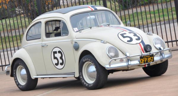 Herbie har byggts om på insidan så att en stuntförare kan sitta dold i baksätet.