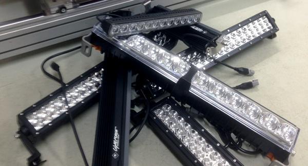 Ett gäng LED-ramper väntar på att testas i Vi Bilägares garage.