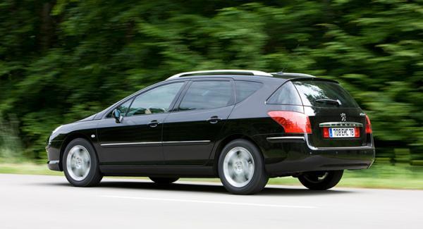 Växellådan på frågeställarens Peugeot 407 låser dig på treans växel innan den blir varm.