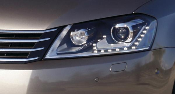 Frågeställaren har problem med lampbytet på sin Volkswagen Passat.