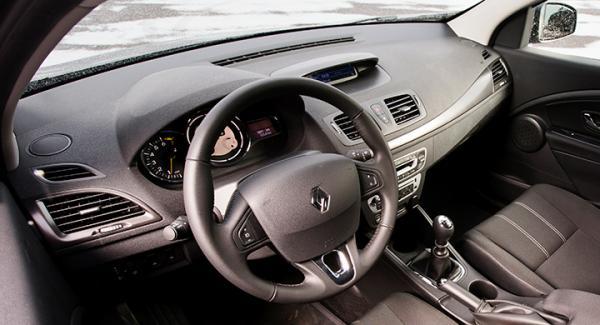 Frågeställaren har problem med kondens i klimatsystemet på sin Renault Mégane.