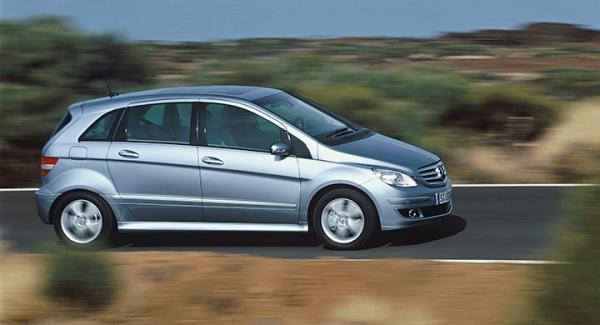 Frågeställaren undrar vilken rostskyddsprodukt som är bäst för en Mercedes B200 CDI.