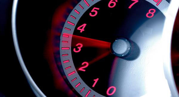 Frågeställaren undrar om det är normalt med höga varvtal på sin Mazda 3 från 2007.