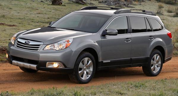 Frågeställaren upplever ett skramlande ljud i bromsoken på sin Subaru Outback från 2010.