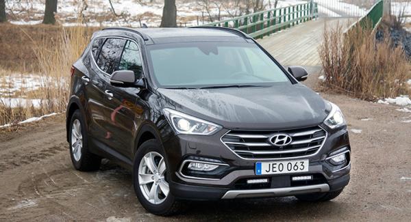 Delad extraljusramp är standard på den första omgången av ansiktslyfta Hyundai Santa Fe.