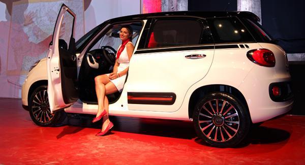 Män är alfahannar och kvinnor co-drivers enligt kontroversiell handbok från Fiat.