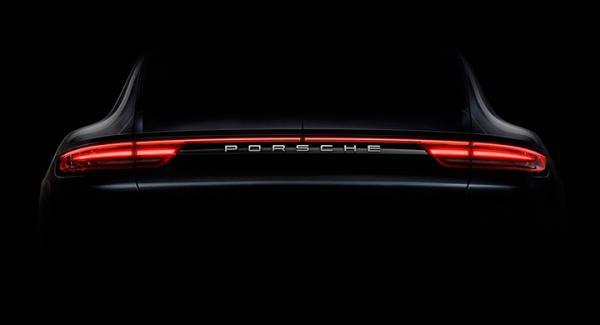 Dunkel bild på Porsche Panameras nya bakparti.