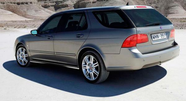 Frågeställaren gillade att provköra Saab 9-5 och undrar om man vågar satsa på modellen trots biltillverkarens konkurs.