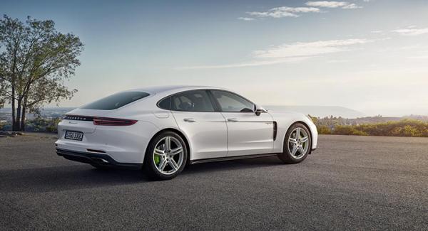Porsche har kommit med en ny laddbar Panamera.