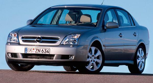 Motorlampan på frågeställarens Opel Vectra lyser gult.
