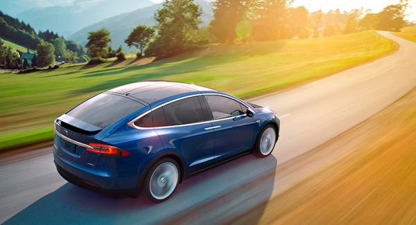 Tesla Model X, med utgångspris på dryga miljonen, tar sig in på  topplistan i september.