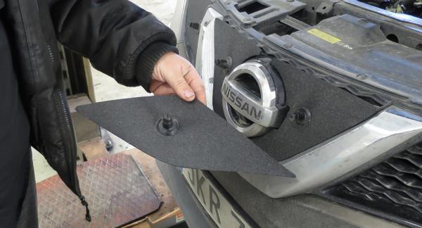Lufintagsskydd, likt pusselbitar, ska skydda Nissan Qashqai från isproppar. Foto: Boo Wennerberg.