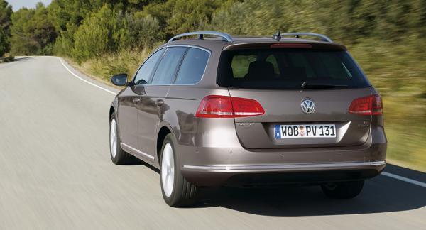 Frågeställaren har en Volkswagen Passat Ecofuel från 2010 och oroar sig över kamkedjorna.