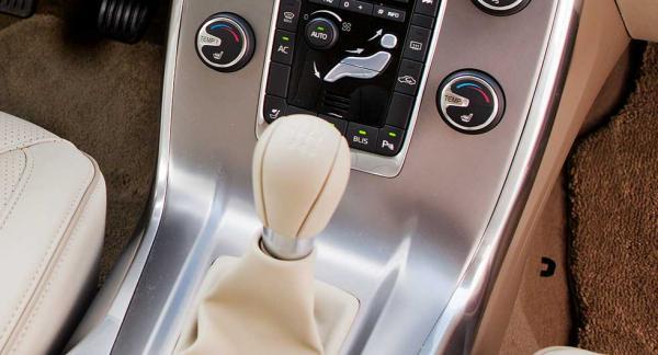 Frågeställaren har en Volvo V70 med krånglande elektrisk parkeringsbroms.