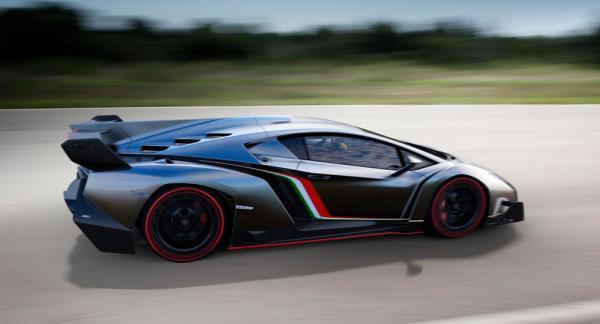 Lamborghini Veneo med hardtop byggdes endast i tre exemplar. Dessa, plus de nio Roadstermodeller som tillverkats måste nu återkallas.