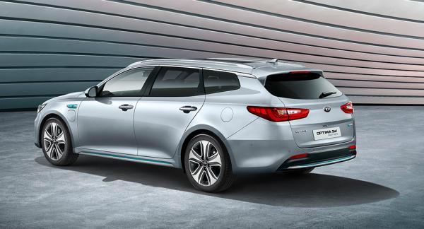 Laddlucka fram och bensinlucka baktill på Kia Optima Sportswagon Plug-in Hybrid.