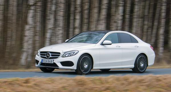 Frågeställaren undrar om det behövs extra rostskyddsbehandling på Mercedes C-klass från 2014.