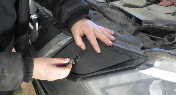 Frågeställaren har som många andra Nissanägare blivit uppmanad att montera plastbitar på bilen för att förhindra isproppar.