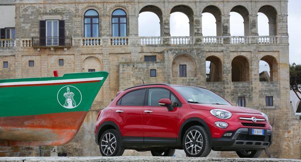 Fiat 500X är en av bilmodellerna som hamnat i skottgluggen efter anklagelser om fuskande med utsläppstester.