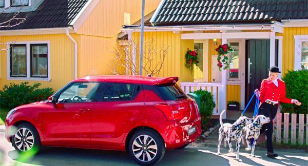 Den som köper en ny bil från Suzuki får tillgång till deras concierge-service som bland annat hjälper till att gå ut med hunden.