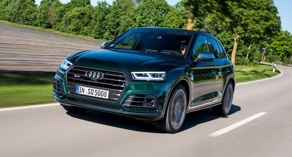 Så mycket större grill än såhär går det inte att få på en bil. Testbilarna är utrustade med Audis adaptiva Matrix LED-ljus.