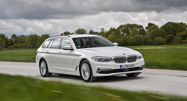 Att det är en helt ny BMW 5-serie Touring som svischar förbi är svårt att se vid en snabb anblick. Karosslinjerna är, milt uttryckt, försiktigt förändrade.