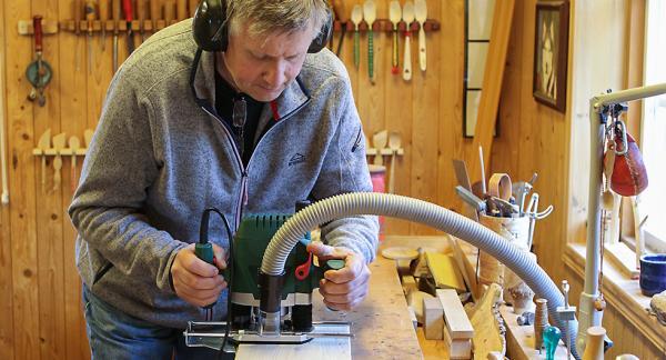 Att handöverfräsen kan kopplas till en dammsugare är värdefullt. Samtliga maskiner vi testat har den möjligheten.