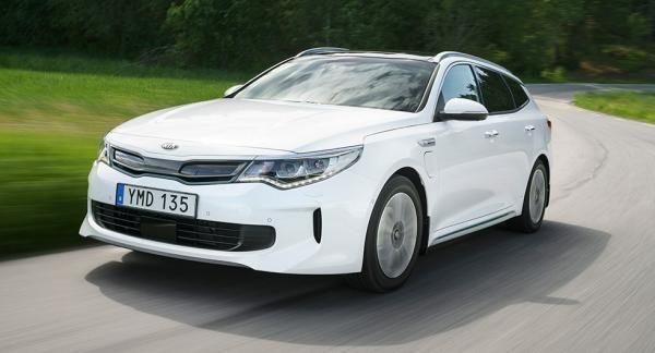 Kia lanserade nyligen Optima Sportswagon som laddhybrid. Modellen är en billigare utmanare till Volkswagen Passat GTE och det visar sig i statistiken för juni månad.