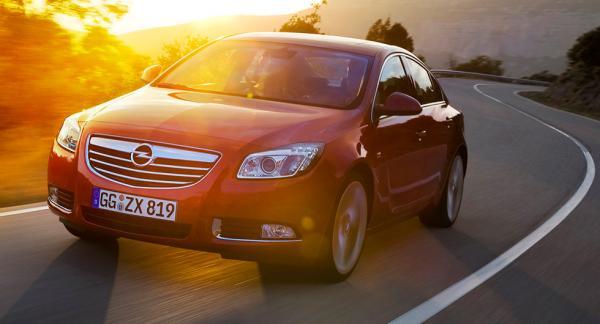 Frågeställren har en Opel Insignia från 2010 och undrar varför den inte meddelar när det är dags för service.