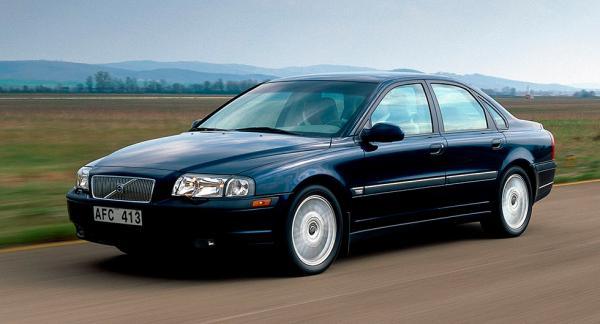 Frågeställaren har hört att vissa bilar av Volvomodellerna V70/S80 från 2001 kan få fel på spjällhuset som reglerar luftflödet till motorns insugningsrör.