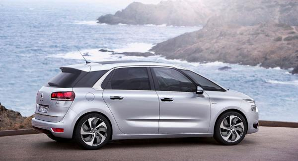 Frågeställarens son köpte en Citroën Picasso från 2014 och AC:n gick sönder kort efter köp. Garantigivaren vill inte stå för reparationskostnaderna.