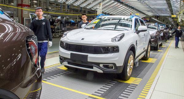 Lynk & Co 01 byggs för närvarande i kinesiska Luqiao. I slutet av nästa år blir det tillverkning även i Europa.