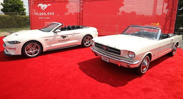 Mustang nummer 10 miljoner lackades i samma färg som Mustang nummer 1 från 1964.