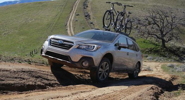 Frågeställaren undrar vad Subaru menar med symmetrisk fyrhjulsdrift.