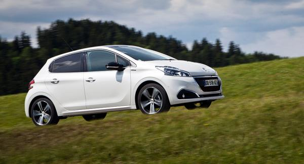 Frågeställaren undrar över hur bra Peugeot 208 står emot rost.
