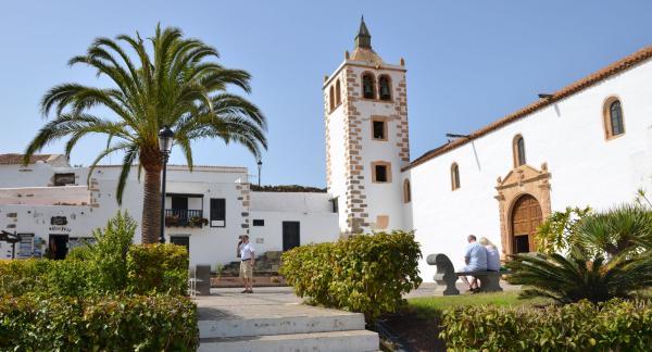 Betancurias gamla kyrka lockar många besökare.
