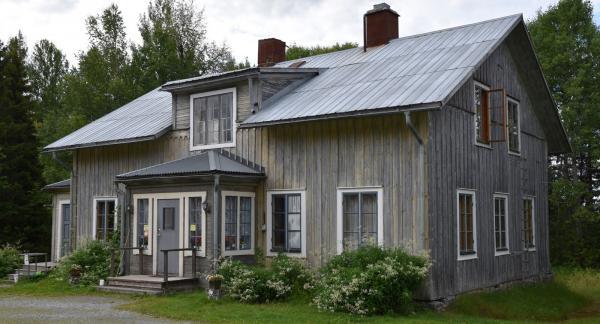 Spökprästgården i Borgvattnet är ett av Sveriges mest populära spökhus. Sommartid är hus och caféverksamhet öppna. Modiga gäster kan övernatta med spökena.