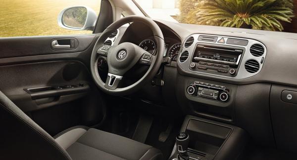 Frågeställaren vill själv kunna släcka meddelandet om service i sin Volkswagen Golf Plus från 2014.