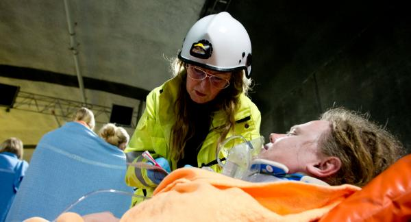 Skadades status skiljer beroende på om de getts första hjälpen eller inte enligt räddningspersonal. Bilden är iscensatt och tagen i samband med en övning.