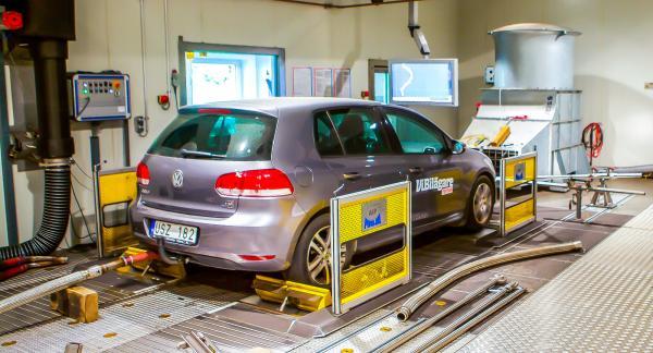 Vi lät testa Golf 1,6 TDi och Passat 2,0 TDI i ett avancerat laboratorium i Europa – samma typ av labb där biltillverkarna certifierar sina bilar.